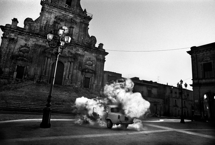 8.(c) Angelo Turetta , Crash, Sicily, Italy 1996, Courtesy ILEX Gallery