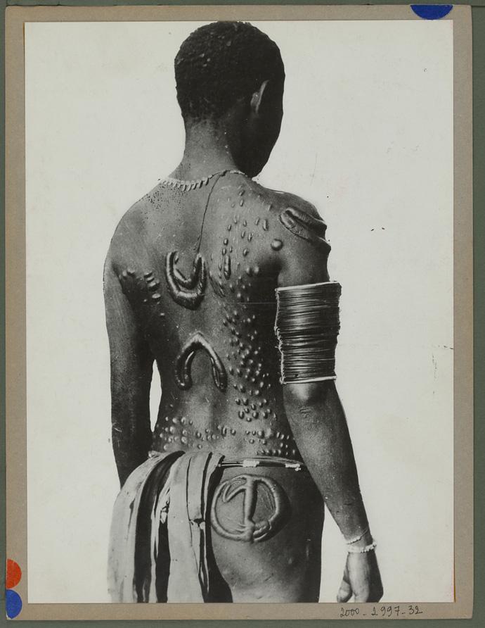 1930-35 - Processo di scarificazione - © musée du quai Branly