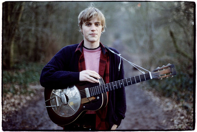 Johnny_Flynn_by_Steve_Gullick_2010