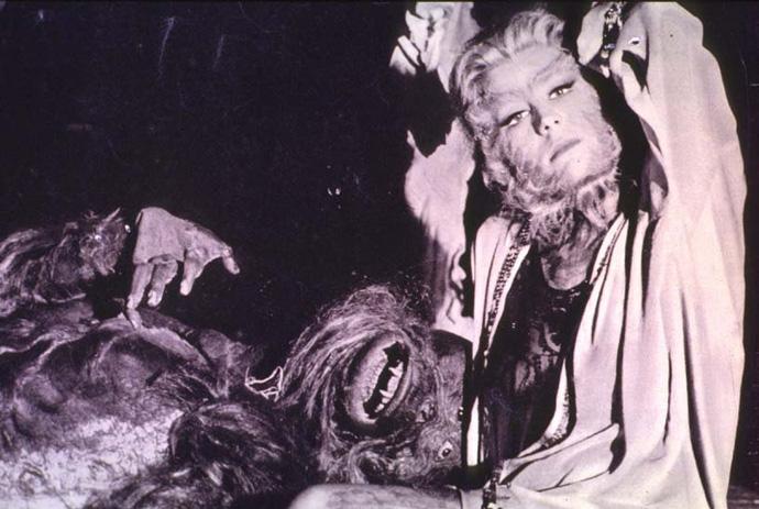 """""""La donna scimmia"""" dal film di Ferreri. © Wikipedia"""