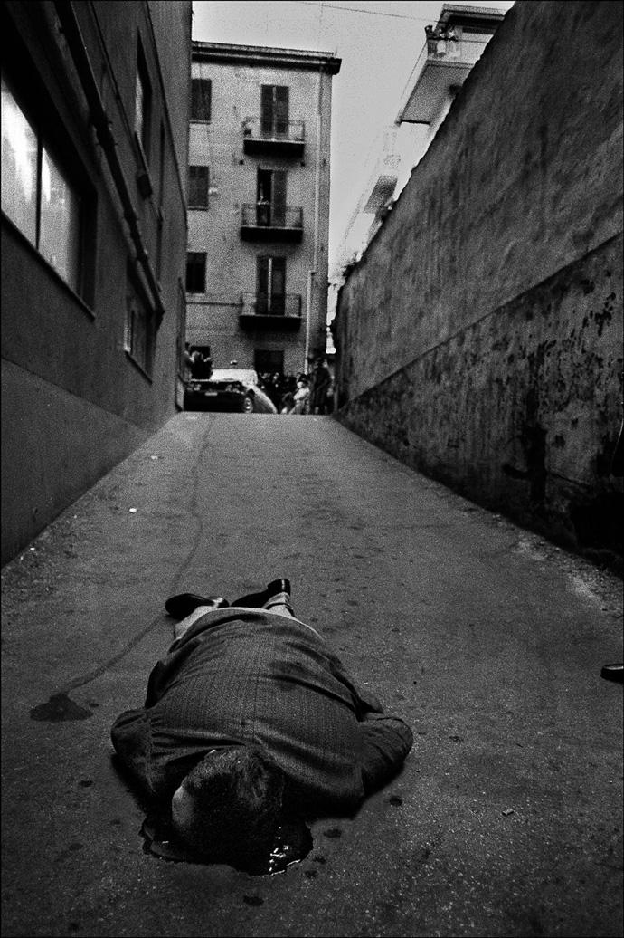 È stato ucciso mentre andava in garage a prendere la macchina Palermo, 1976 Courtesy Letizia Battaglia