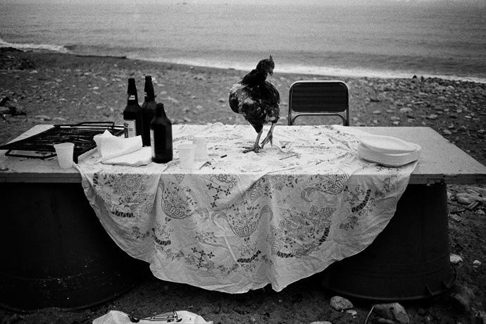 Nella spiaggia dell'Arenella la festa è finita Palermo, 1986 Courtesy Letizia Battaglia